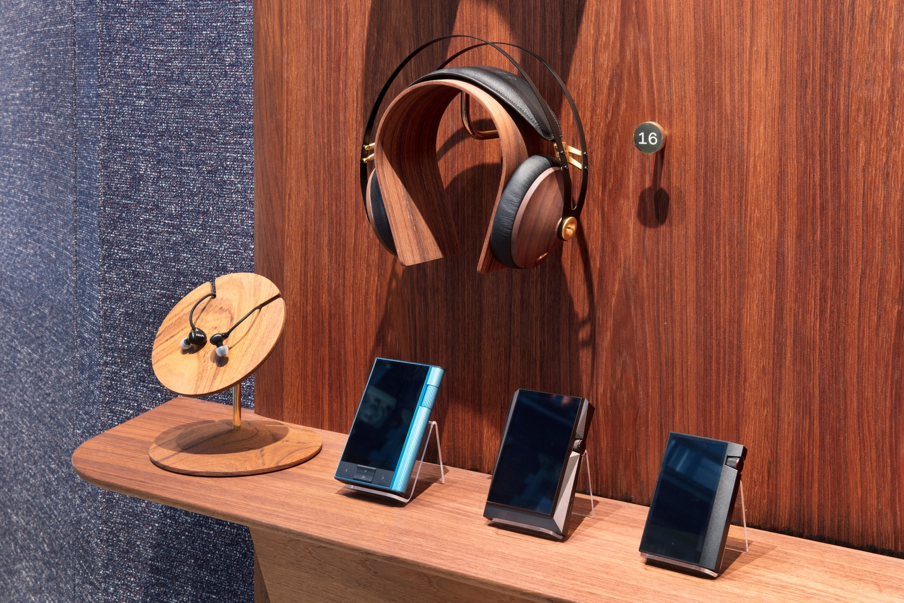 Headphone Bar 3